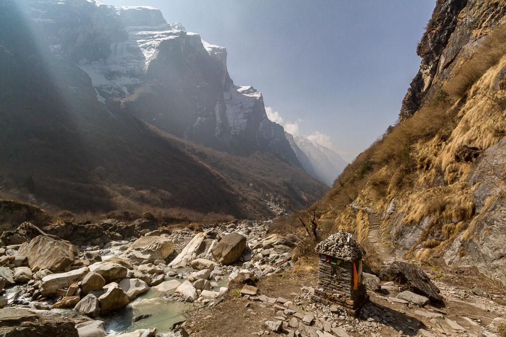Memorial chorten to avalanche victims