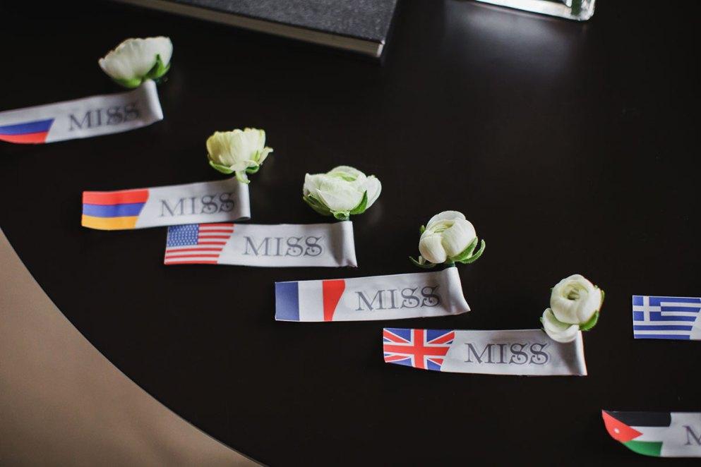 бутоньерки как флаги свадебный декор италия
