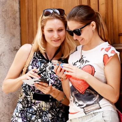 туристы делятся отзывами на квест-экскурсию