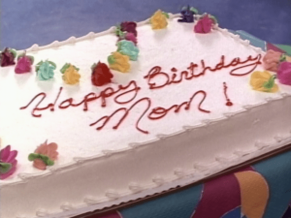 A cake that says Happy Birthday Mom on it.