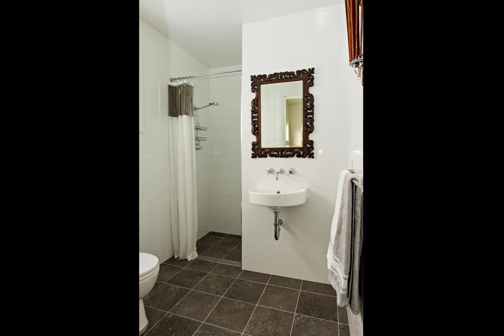 Eastern ensuite bathroom