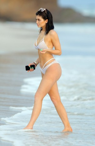 ***MINIMUM FEE £250 PER IMAGE*** EXCLUSIVE: **PREMIUM EXCLUSIVE** Kylie Jenner suns herself on Casa Aramara Beach in Mexico with bestie Pia Mia. The friends took a walk on the beach, while holding hands before dipping their feet in the sea. Thursday 13th Aug 2015 **mandatory mention of Casa Aramara in Caption** Ref: SPL1105120 180815 EXCLUSIVE Picture by: Brian Prahl / Splash News Splash News and Pictures Los Angeles:310-821-2666 New York:212-619-2666 London:870-934-2666 photodesk@splashnews.com