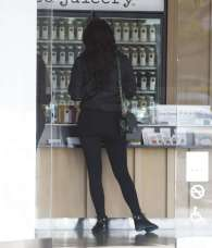 Kylie-Jenner-Booty-in-Tights--24