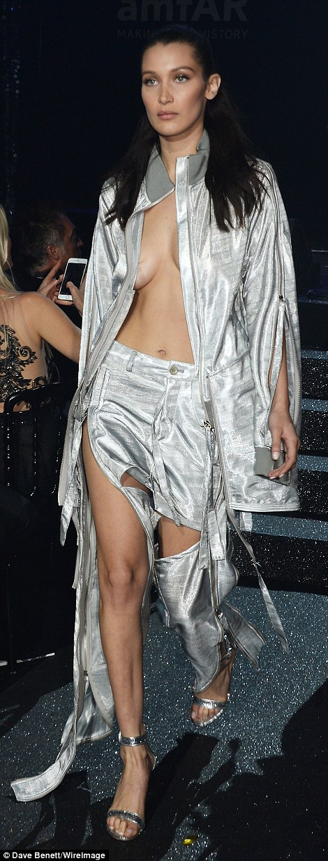 3466551C00000578-3599928-Fancy_footwork_Bella_extended_the_metallic_look_to_her_choice_of-a-150_1463704169251