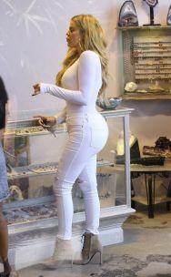 khloe-kardashian-shopping-in-west-hollywood-09-01-2015_3