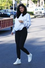 kylie-jenner-out-and-about-in-van-nuys-06-07-2016_7
