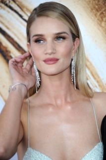 rosie-huntington-whiteley-at-cfda-fashion-awards-in-new-york-06-06-2016_2