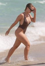 bianca-elouise-in-swimsuit-at-a-beach-in-miami-07-16-2016_19