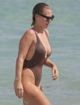 bianca-elouise-in-swimsuit-at-a-beach-in-miami-07-16-2016_6