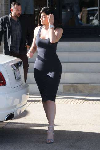 Kylie-Jenner-in-Tight-Dress--03