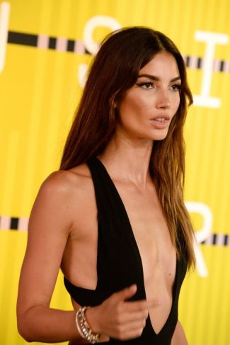lily-aldridge-at-mtv-video-music-awards-2015-in-los-angeles_4