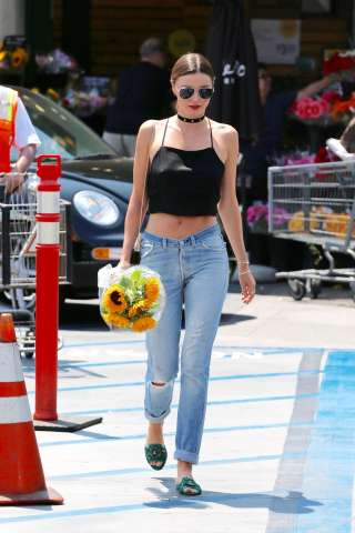 Miranda-Kerr-in-Jeans-at-Whole-Foods--19