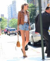 gigi-hadid-out-and-about-in-new-york-09-04-2016_23