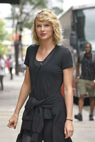 taylor-swift-at-the-gym-in-new-york-city-02