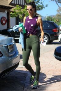 alessandra-ambrosio-out-and-about-in-los-angeles-10-18-2016_5