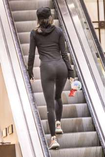 kendall-jenner-in-tights-shopping-41