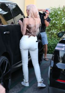 kylie-jenner-out-and-about-in-calabasas-10-06-2016_18