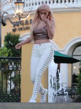 kylie-jenner-out-and-about-in-calabasas-10-06-2016_32