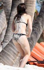 jessica-biel-in-bikini-at-a-beach-caribbean-11-09-2016_21