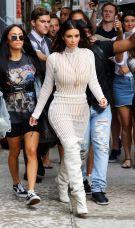 kim-kardashian-leaves-her-hotel-in-new-york-10-07-2016_6