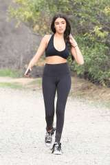 madison-beer-in-tights-and-sports-bra-08