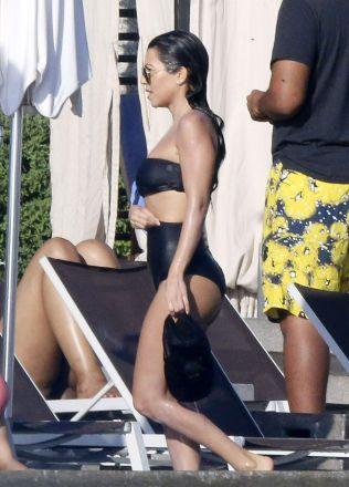 kourtney-kardashian-in-bikini-at-a-pool-in-los-cabos-11-14-2016_9