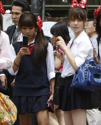 Школьницам из Токио запретили встречаться с мужчинами