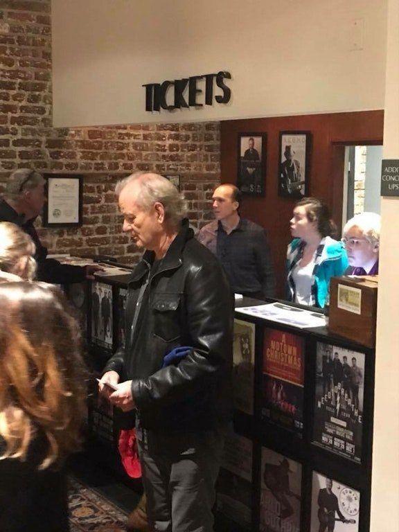 Билл Мюрей раздает бесплатные билеты