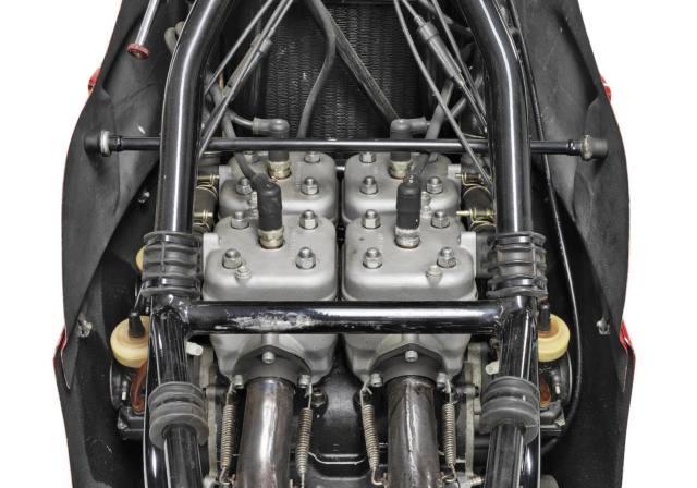 Suzuki-RG500-XR14-9