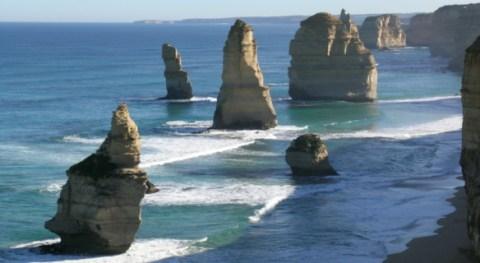 Australia's Great Ocean Road & 12 Apostles Full-Day Tour
