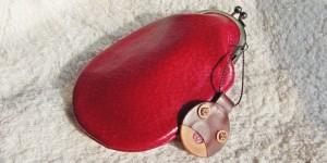 赤いレザーのガマ口の財布
