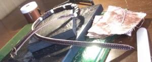 の縫い上がった三重巻きブレスレット