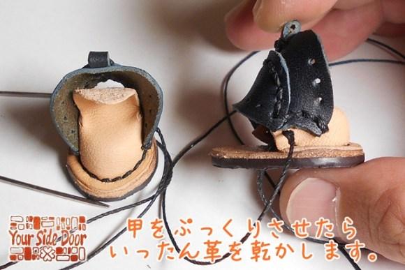 甲のぷっくり加工のために濡らした革を乾かします