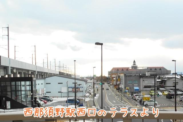 JR西那須野駅の改札を出た先のテラスにて。もう「扇ビル」は見えています。