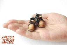小人サイズの革靴のマグネットです