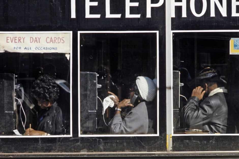 Harlem: The Ghetto. New York City- Harlem- juillet 1970: le ghetto; cabines tÈlÈphoniques rÈservÈes aux afro-amÈricains. (Photo by Jack Garofalo/Paris Match via Getty Images)