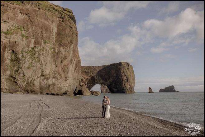 iceland-elopement-dyrholaey-beach