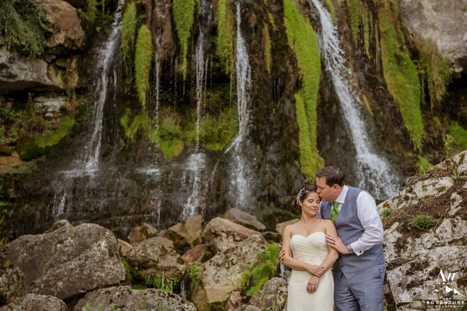 Couple Kissing outside of waterfall at st beatus caves switzerland