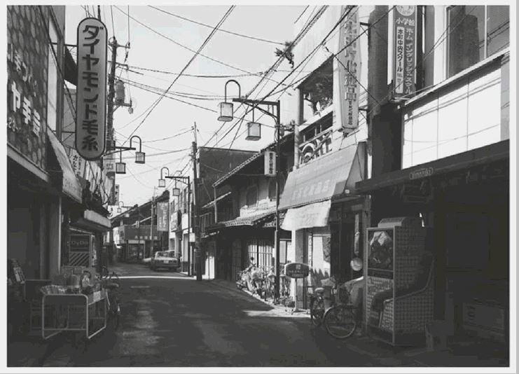 Thomas Struth: 'Tokyo', 2010, C- print,handsigniert, datiert, betitelt und nummeriert von Thomas Struth en verso, limitierte Auflage 200 Exemplare, Format: 18 x 12.8 cm /7.1 x 5 inches