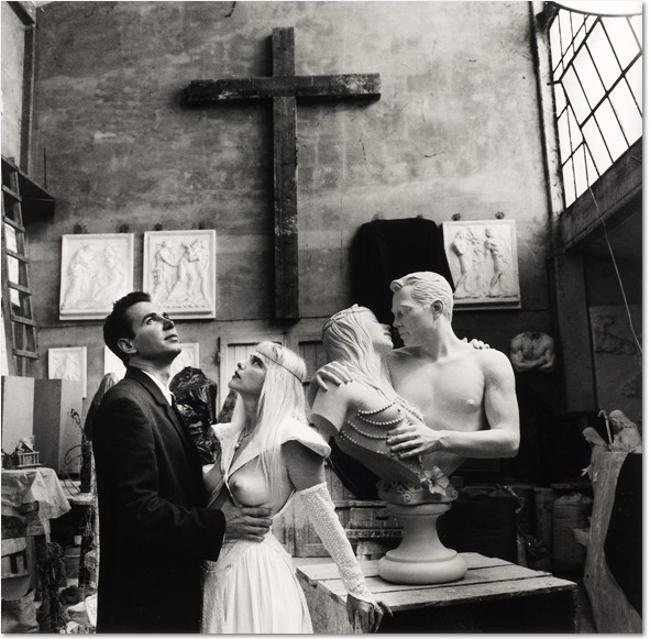 Helmut Newton, Jeff Koons & Cicciolina, Italy, 1991, Silver gelatin print Ed. of 3. 60 x 50 cm (23 5/8 x 19 5/8 in.)