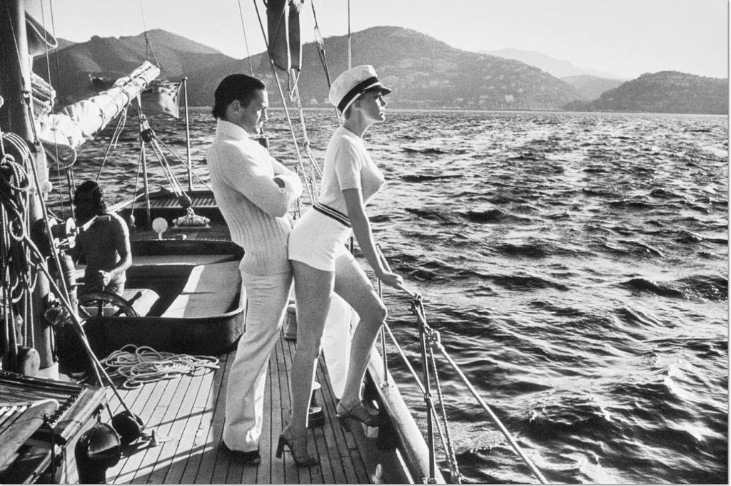 Helmut Newton: 'Cruising from Behind', 1985, Silber Gelatine Vintage Abzug, lim. Auflage. Helmut Newton, ownership rights by his agent Norman Solomon © The Helmut Newton Estate