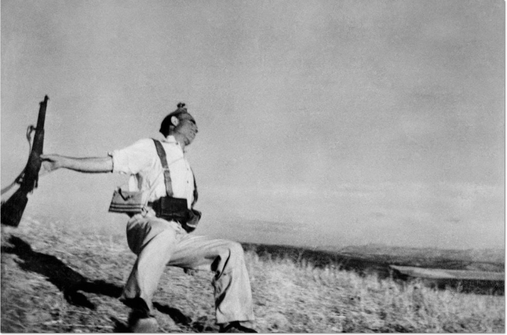 Robert Capa, Death of a loyalist militiaman, Spain, September, 1936 © Robert Capa – Magnum Photos