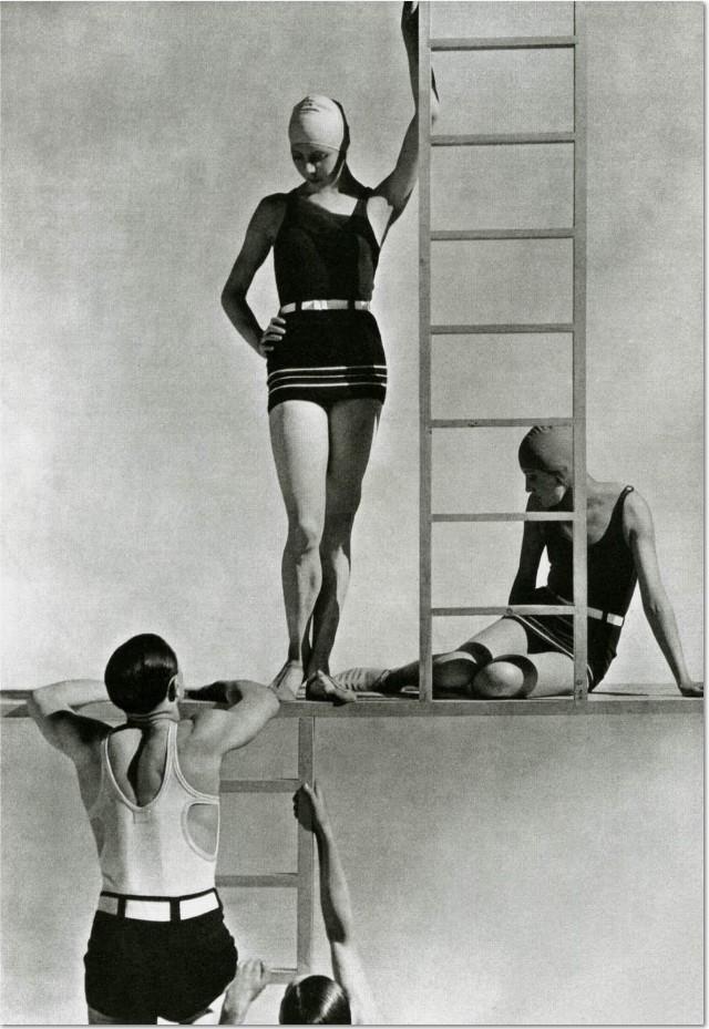"George Hoyningen-Huene: ""Models in Jersey Swimwear"", 1930, C-Print im Format 90 x 60 cm,"