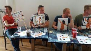 Vrijgezellenfeest mannen naaktmodel schilderen
