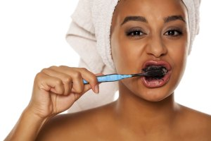 activated charcoal tooth whitening