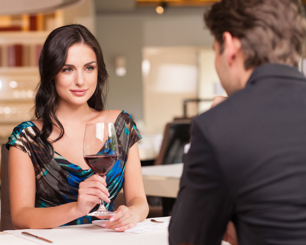 3 First Date Red Flags to Avoid