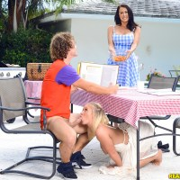Bailey Brooke, Reagan Foxx - Picnic Pussies