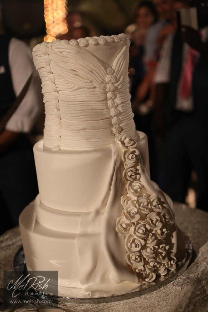 cake wedding Dubai wedding dress