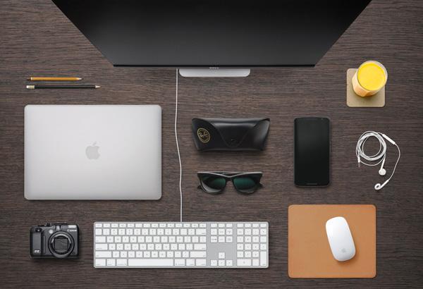4.Designer Desk Essentials
