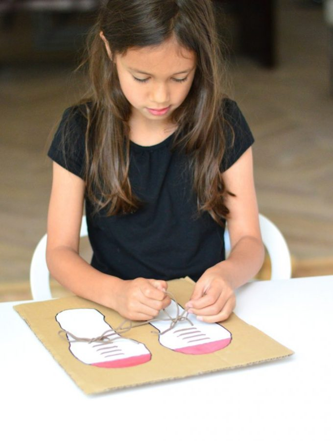 An easy way to teach your kids to tie their shoelaces